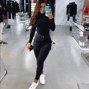 💕😍MAKE AN OFFER! NWT SEXY BLACK FITTED JEANS😍💕